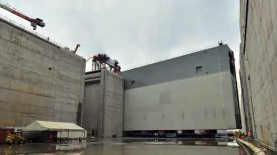 Installation of the new Panama Canal Gates
